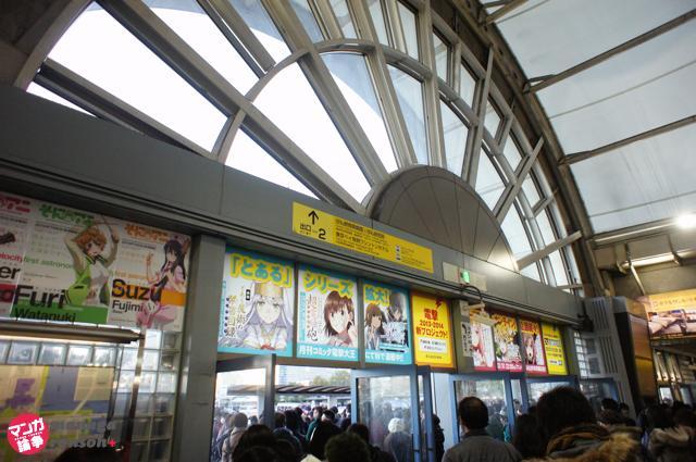 どこもかしこもアニメだらけの国際展示場駅