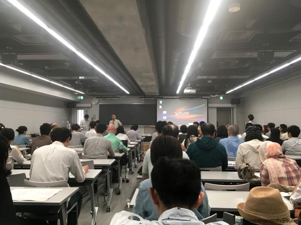 6月25日。第16回日本マンガ学会。小野耕世会長の開会宣言(撮影:稀見理都)