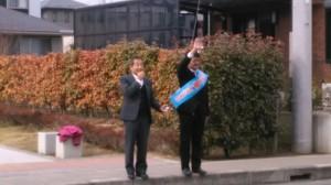 応援演説をする真山勇一参議院議員(左)と手を振る小泉しゅうすけ氏(右)。写真は小泉氏HPより。